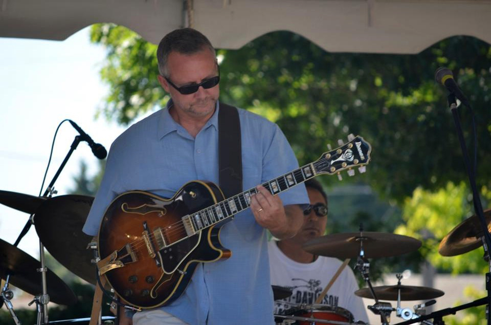 Jazz/Blues solo guitarist, Brian Forsloff.